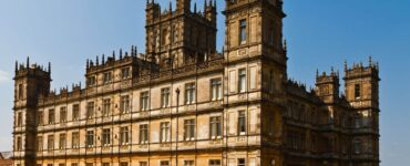 WikiCommons is highclere castle from downtown abbey haunted